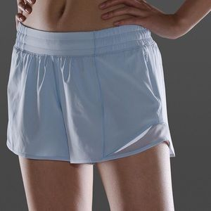 Lululemon Hotty Hot Short Windmill blue 10 tall